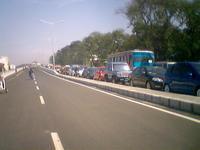 Kemacetan pada lajur yang menuju Surapati