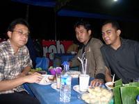 Saya, Abe dan Fajri di Warkop RS Elizabeth